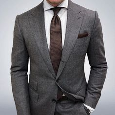 Joey Powers in a Charcoal Suit with Peak Lapels and a Brown Geometric Tie Light Grey Suits, Grey Suit Men, Gray Suits, Men's Suits, Cool Suits, Best Suits For Men, Charcoal Suit, Suit Combinations, Moda Formal