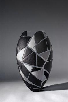 Painted Glass Art Old Windows Art Glass Vase Ceramic Flower Pots, Ceramic Vase, Ceramic Pottery, Pottery Art, Bottle Painting, Bottle Art, Bottle Crafts, Stained Glass Suncatchers, Stained Glass Art
