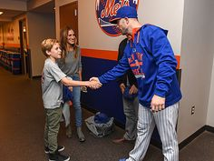 Star Tracks: Monday, September 21, 2015 | TAKE ME OUT … | Sarah Jessica Parker and Matthew Broderick take their son James Wilkie, 13, to meet New York Mets captain David Wright on Sunday night before team faced off against cross-town rivals the New York Yankees at Citi Field.