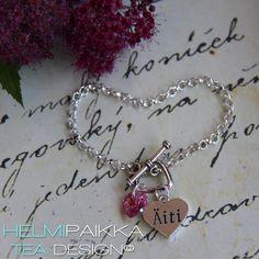 Asiakas valitsi rannekoruun Äiti sydänamuletin ja pinkin Swarovskin kristallisydämen <3