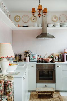 Ikea Kitchen Violet Dent's Romantic Maximalist Home in London - The Nordroom. Ikea Kitchen Violet Dent's Romantic Maximalist Home in London - The Nordroom Kitchen Shop, Kitchen Tiles, Kitchen Design, Kitchen Decor, Ikea Kitchen, Boho Kitchen, Kitchen Units, Green Kitchen, Kitchen Styling