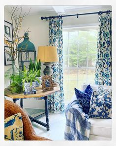 Old Southern Homes, Window Dressings, White Decor, Traditional House, Happy Sunday, Home Living Room, Home Decor Inspiration, Vintage Rugs, Sweet Home