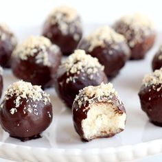 These dark chocolate coconut bites are naturally sweet and creamy on the inside and covered with a layer of delicious chocolate dessert snackrecipes chocolate naturallysweet veganrecipe Healthy Desserts, Just Desserts, Delicious Desserts, Yummy Food, Coconut Desserts, Coconut Recipes, Desserts Menu, Tasty, Healthy Recipes
