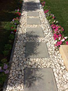 Beautiful Front Yard Garden Walkway Ideas 180