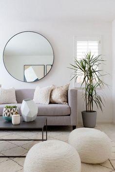 Frotas geométricas, cores neutras, linhas simples = estilo minimalista. Adicione texturas + plantas + tapete = estilo minimalista aconchegante