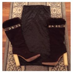 Gucci Suede fur boots Authentic Gucci suede fur lined boots in chocolate brown with off white heel these boots are gorgeous and come with dust bag shown in photo they had been worn a handful of times 7/10 on condition ***price is firm*** Gucci Shoes Heeled Boots