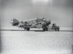 Italian Savoia-Marchetti - crashed aircraft on transporter - North Africa. Pin by Paolo Marzioli Italian Air Force, Italian Army, Ww2 Aircraft, Military Aircraft, Afrika Corps, Aviation Image, Pin Up, Luftwaffe, War Machine