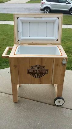 Awesome Harley davidson bikes images are offered on our internet site. Deck Cooler, Wood Cooler, Pallet Cooler, Cooler Stand, Outdoor Cooler, Diy Outdoor Bar, Diy Patio, Cooler Box, Patio Table