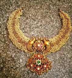 Latest Collection of best Indian Jewellery Designs. Antique Pearl Necklace, Pearl Jewelry, Beaded Jewelry, Beaded Necklace, Gold Jewelry, Gold Necklace, India Jewelry, Temple Jewellery, Indian Wedding Jewelry