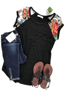 Super cute everyday tee with floral contrast! Comes in black with a scoop neck, short sleeves, and circle hem. Very light weight and comfortable. Big Girl Fashion, Black Women Fashion, Womens Fashion, Rock Fashion, Curvy Outfits, Casual Outfits, Fashion Outfits, Fasion, Women's Dresses