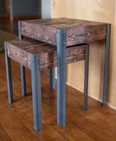 Pallet Wood and Metal Leg Nesting Tables di kensimms su Etsy Steel Furniture, Industrial Furniture, Rustic Furniture, Diy Furniture, Pallet Furniture Designs, Furniture Projects, Table En Bois Diy, Diy Projects Garage, Metal Building Homes