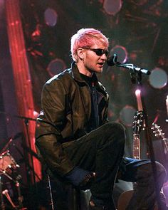 Layne Staley with Alice in Chains.....LOVE his voice.  :(