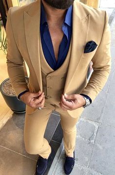 This is a stunning example of a men's golden tan three piece suit with blue shirt. This classy dapper look can be worn as business attire or even to a wedding. Have your custom suit made by Giorgenti New York! Top Fashion, Mens Fashion Blazer, Suit Fashion, Fashion Tips, Wedding Dress Men, Wedding Blue, Wedding Groom, Tan Suit Men, Three Piece Suit