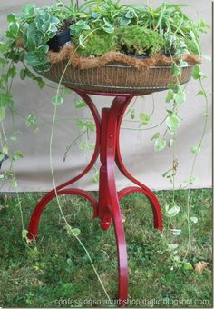DIY: Trash to Treasure.a broken bentwood coat tree painted red, half a fan cage lined with a cocoa liner mat and some plants. Outdoor Projects, Outdoor Decor, Outdoor Art, Coat Tree, Tree Base, Old Fan, Trash To Treasure, Garden Crafts, Garden Ideas