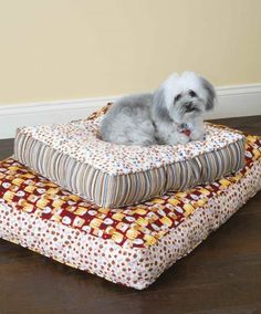 Sewing Animals Projects Comfy Dog Bed sewing pattern - How to Make a Bed for Your Dog Using Fleece or Scrap Fabric Dog Clothes Patterns, Sewing Patterns Free, Free Sewing, Pattern Sewing, Free Pattern, Knitting Patterns, Diy Cat Bed, Diy Bed, Sewing Pillows