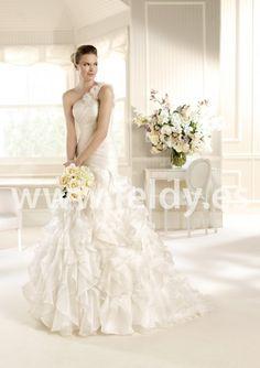 Vestido de novia MIAMI La Sposa 2013 Escote asimétrico con flores en el tirante. Falda voluminosa super original