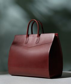 Gustav Almestål is well known for his still life photography. Briefcase Women, Leather Briefcase, Leather Wallet, Leather Bags, Leather Handbags, Lund, My Bags, Purses And Bags, Foto Still