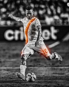 Francesco Totti: La Luce by on DeviantArt Totti Roma, As Roma, Soccer Players, Rome, Superhero, Sport, Legends, Club, Celebrities
