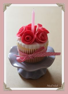 A birthday cupcake for my friend Sweet Cupcakes, Love Cupcakes, Baking Cupcakes, Yummy Cupcakes, Birthday Cupcakes, Cupcake Cookies, Cupcake Recipes, Cupcake Fondant, Elegant Cupcakes