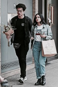 Riverdale stars Camila Mendes and Charles Melton seen as a couple Kj Apa Riverdale, Riverdale Netflix, Riverdale Memes, Vanessa Morgan, Archie Comics, Celebrity Couples, Celebrity Style, Petsch, Camilla Mendes