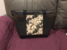 Sac Biguine noir et marron à fleurs blanches cousu par Stephanie - Patron Sacôtin