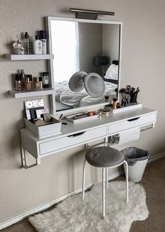 Best elegant small bedroom design ideas with stylish, art touching, and clean design. Small bedroom is best choice for your home with small space. Vanity Room, Small Bedroom Vanity, Mirror Vanity, Vanity Bathroom, Ikea Vanity Table, Vanity Set Up, Ikea Desk, Ikea Ikea, Bathroom Closet