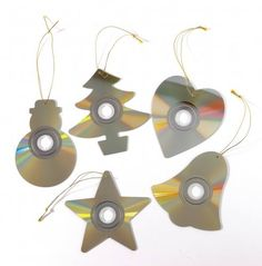 Teach your kids to recycle & be creative at the same time : these are recycled Christmas tree ornaments made with old CDs! Recycled Christmas Decorations, Recycled Christmas Tree, Christmas Tree Ornaments, Snowman Ornaments, Christmas Carol, Outdoor Christmas, Homemade Christmas, Christmas Crafts, Cd Recycle