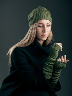 Cashmere set of hat beanie and fingerless color forest green