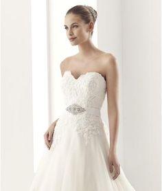 robe de mariage tulle évasée traîne chapelle ceinture en étoffe col en coeur 2015