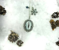 Sono felice di condividere l'ultimo arrivato nel mio negozio #etsy: Collana cabochon vetro ghiaccio invernale neve inverno regalo di natale regalo ragazza regalo donna regalo mamma regalo fidanzata occhio #gioielli #collane #grigio #collanainvernale #collanadivetro #collanadighiaccio #cabochondivetro #collanacabochon #collanagrigia http://etsy.me/2yueG4z