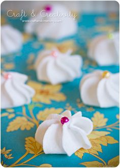 Oh my goodness, how cute is this? Meringue made out of felt. The step by step photos make it look pretty easy, too.