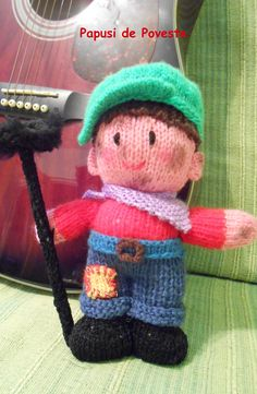 Papusa realizata manual din fir textil - tricotat. Dimensiuni aproximative 20-23 cm.  www.camillestudio.wordpress.com