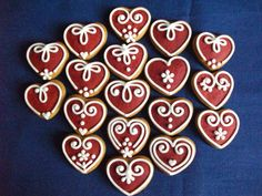 Pici mézes szívek Heart Cookies, Sugar Cookies, Candy House, Christmas Gingerbread, Christmas Cooking, Cookie Designs, Fondant Cakes, Clay Crafts, Cookie Decorating