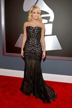 Pale shoulder-length blonde hair makes Carrie Underwood's smoky eyeshadow pop...