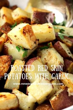 Roasted Red Skin Potatoes with Garlic by Renee's Kitchen Adventures. Easy oven roasted red skin potatoes flavored with garlic make a great side dish recipe for just about any meat. Reheat leftovers in a skillet and serve with eggs for breakfast! These roasted potatoes are the best! Potluck Side Dishes, Best Side Dishes, Side Dish Recipes, Easy Dinner Recipes, Party Recipes, Roast Recipes, Grilling Recipes, Roasted Red Skin Potatoes, Easy Family Meals