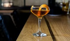 Manly Cocktails: 6 Mixed Drinks Every Guy Should Try At Least Once Manly Cocktails, Top Cocktails, Bourbon Cocktails, Whiskey Drinks, Craft Cocktails, Cocktail Drinks, Fun Drinks, Yummy Drinks, Alcoholic Drinks