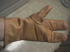 3-fingered gloves, historical, with pattern