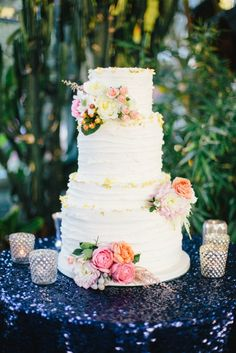 kenzie & aaron » Rachael Ellen Events gold foil + fresh flowers wedding cake kate osborne photography