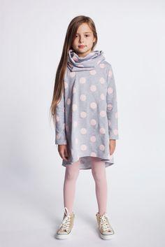 Dziewczęca tunika w grochy. https://kids.showroom.pl/dziecko/49457,dodo-tunika-dt08