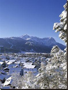 Cityscape of Garmisch-Partenkirchen, Werdenfelser Land, Bavaria, Germany Photographie