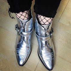 Silver Monday#silvermonday #happymonday #shoes #shoelover #outstanding#bloglovin #blogger #cowboyboots #silverboots #buckleboots #topshopboots #topshop #zalando #fishnetsocks #veromoda #zarajeans #zara #instafashion #instashoes #shoeaddict