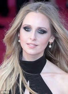 Diana Vickers pearl drop earrings