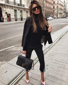 Black blazer and YSL classic large college satchel handbag for elegant street style. Fashion Days, Fashion Outfits, Womens Fashion, Luxury Fashion, Elegance Fashion, Elegance Style, Young Fashion, Fashion 2018, Pink Fashion