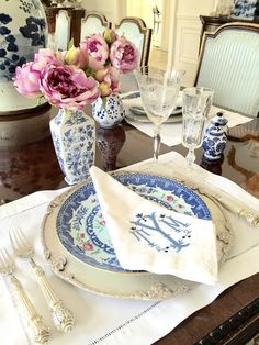 The Enchanted Home - Page 4 of 1744 - Rediscover Your Home Table Setting Inspiration, Enchanted Home, Beautiful Table Settings, Linens And Lace, Table Linens, A Table, Tablescapes, Floral Arrangements, Blue And White