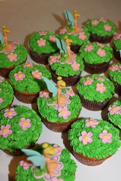 cupcake idea for Tinkerbell party Fairy Cupcakes, Disney Cupcakes, Cupcake Cakes, Fairy Birthday Party, 6th Birthday Parties, Birthday Ideas, 3rd Birthday, Golden Birthday, Birthday Cupcakes
