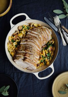 Here is a comforting meal for cooler fall days. You can obviously choose any kind of short pasta to make this recipe. Creamy Mushrooms, Stuffed Mushrooms, Pork Recipes, Cooking Recipes, Cooking Ideas, Pork Medallions, Confort Food, Dinner For Two, Meat Lovers