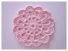 Kuvahaun tulos haulle virkattu kukkka helppo Diy Crochet Doilies, Crochet Gifts, Crochet Motif, Crochet Yarn, Crochet Flowers, Crochet Patterns, Crochet Teddy Bear Pattern, Crochet Fashion, Handicraft
