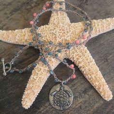 Meeresschildkröte häkeln Halskette Beach Chic von TwoSilverSisters
