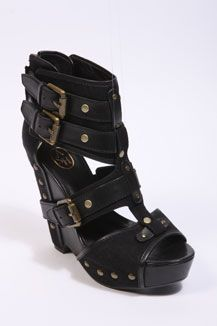 wear killer shoes!  shoes can make or break an outfit