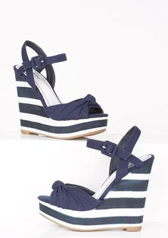 dELiAs > Evita Wedge > shoes > sandals > wedges